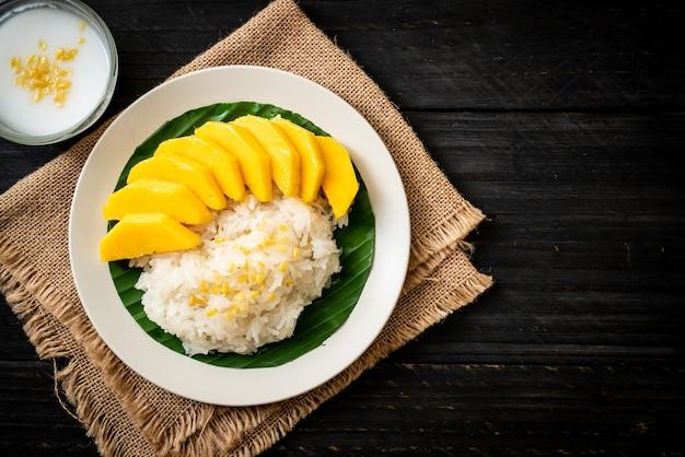 Mango con arroz pegajoso