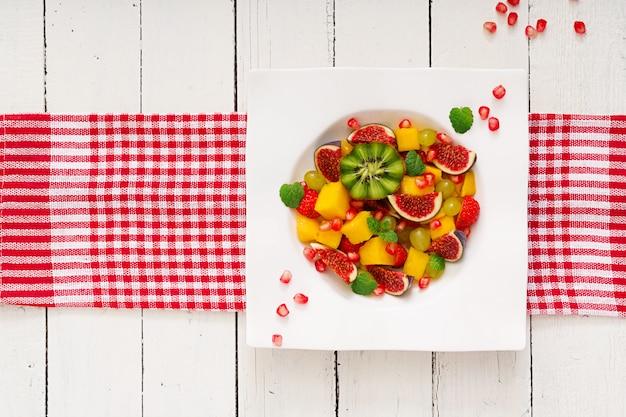 Mango, kiwi, higo, fresa, uva, pera y naranja.