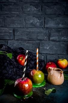 Manjar tradicional de otoño, manzanas en glaseado de caramelo