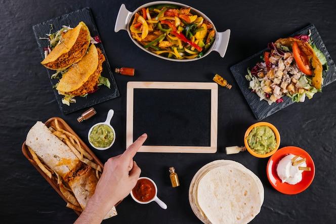 Fondo De Comida Mexicana: Platos Mexicanos Sobre Fondo Negro