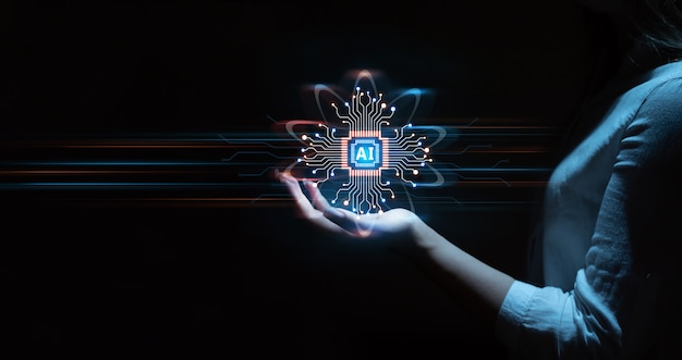 Mano de empresaria sosteniendo datos de la tecnología de inteligencia artificial digital del cerebro