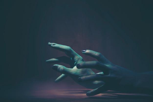 Mano de fantasma de halloween, imagen de arte para el concepto de halloween