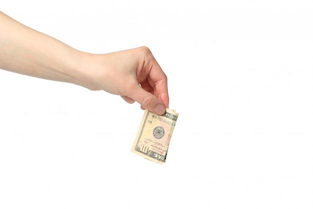 Mano femenina pone dinero en dólares, aislado en espacio en blanco