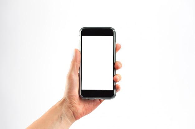 Mano femenina sosteniendo un teléfono móvil verticalmente