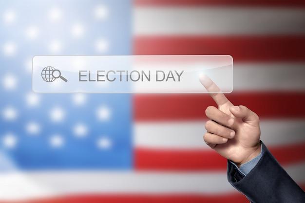 Mano de hombre como para buscar un día de elecciones