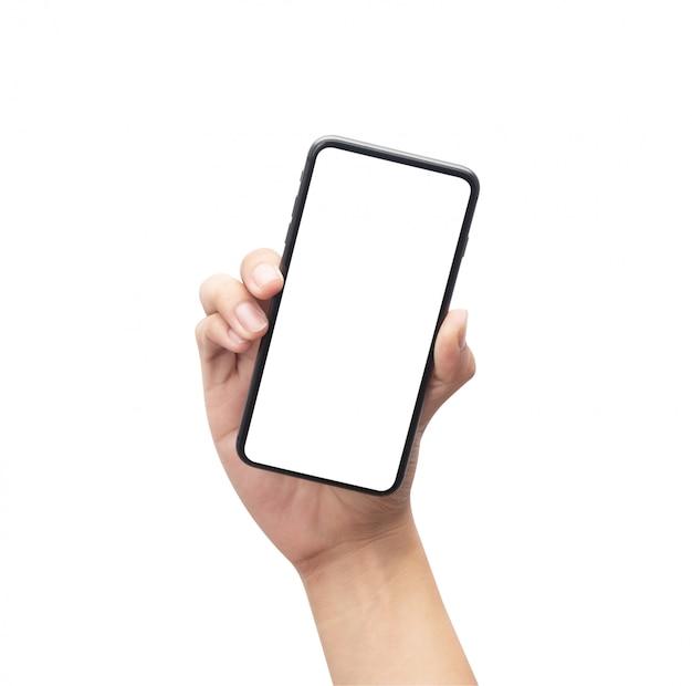 Mano masculina que sostiene el smartphone negro con la pantalla en blanco aislada en el fondo blanco con el camino de recortes.
