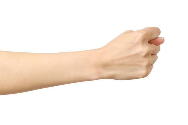 Mano de mujer haciendo higo