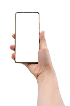 Mano de mujer sosteniendo smartphone aislado sobre fondo blanco con trazado de recorte en la pantalla de visualización