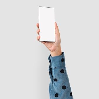 Mano de pantalla de smartphone con espacio de diseño