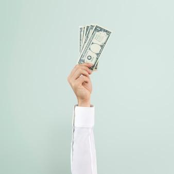 Mano sosteniendo dinero en concepto de finanzas
