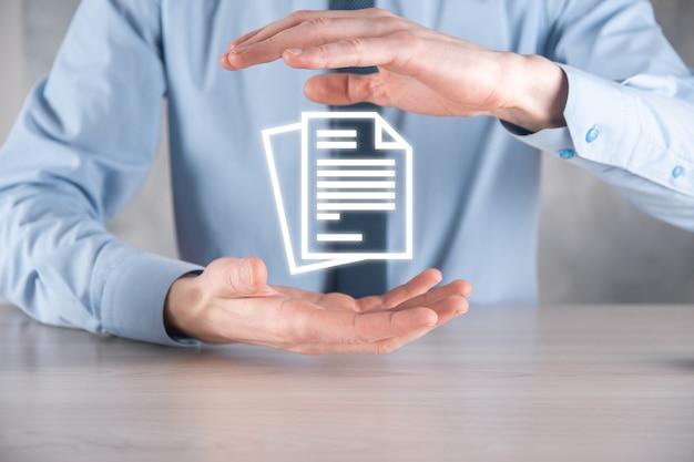 Mano sosteniendo un icono de documento en su mano concepto de tecnología de internet de negocios de sistema de datos de gestión de documentos. sistema de gestión de datos corporativos dms.