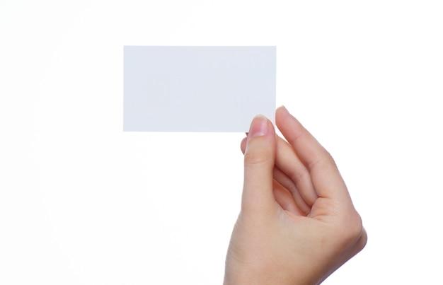 Mano sosteniendo una tarjeta de visita en blanco