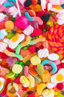 Manojo de caramelos coloridos