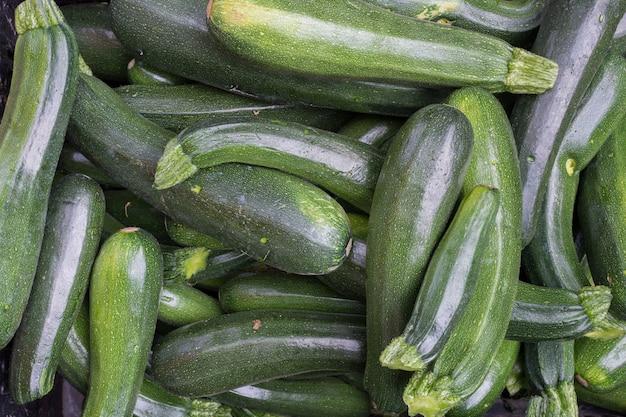 Manojo de zucchini verde aérea
