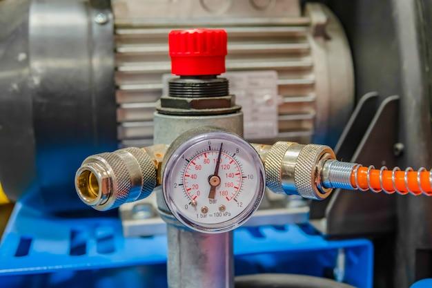 Manómetro de tubo de compresor de aire - medir la presión del aire. termómetro manométrico.