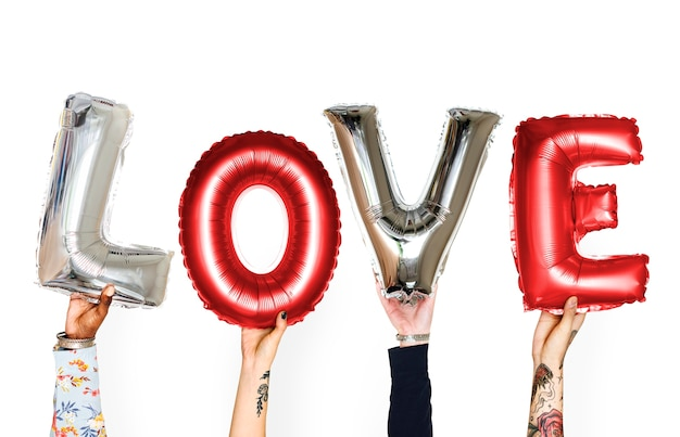 Manos de la divinidad sosteniendo globo de amor