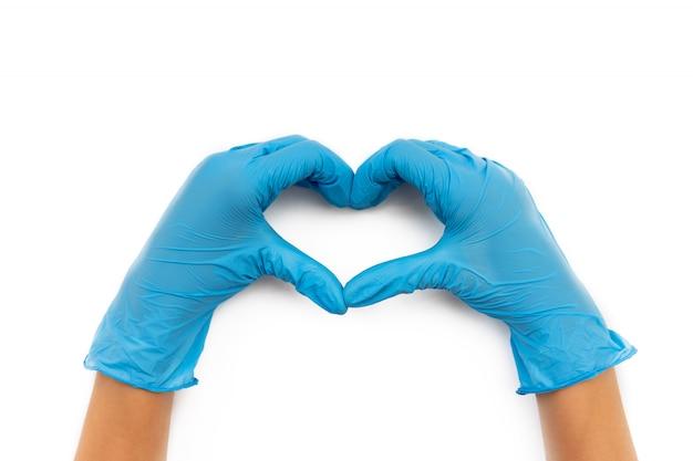Manos en guantes médicos de látex