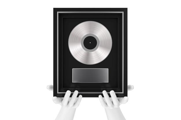 Manos de maniquí abstracto sosteniendo un premio de vinilo o cd de platino o plata con etiqueta en marco negro sobre un fondo blanco. representación 3d