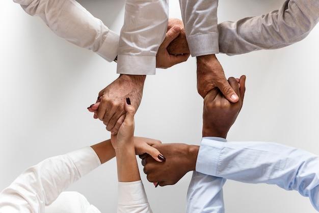 Manos de negocios unieron trabajo en equipo
