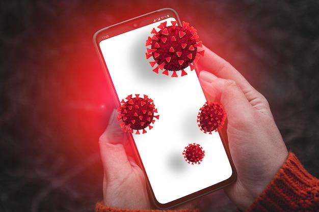 Manos de la persona que sostienen el teléfono inteligente con bacterias infecciosas sucias y gérmenes dañinos en la pantalla del teléfono inteligente móvil. ataque de piratas informáticos en línea a información confidencial o datos personales