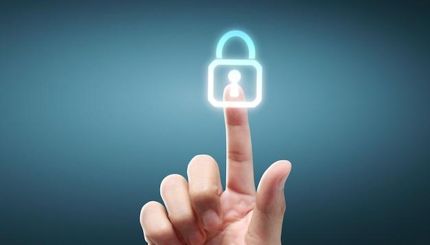 Manos que tocan la interfaz de la pantalla del botón conexión global red de clientes