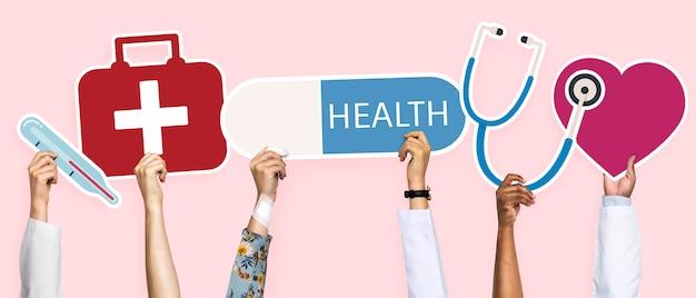Manos sosteniendo iconos de salud clipart