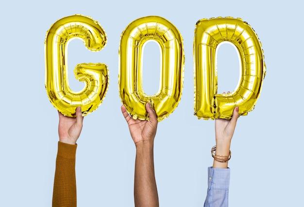 Manos sosteniendo la palabra de dios en letras de globo
