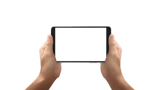 Manos sosteniendo la tableta con pantalla en blanco aislado sobre fondo blanco.