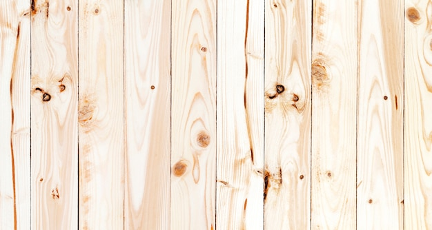 Mantel a cuadros verde sobre mesa de madera, vista superior