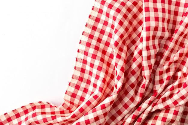 Mantel rojo sobre fondo blanco