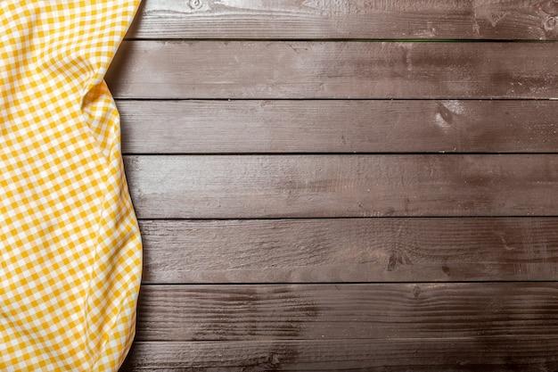 Mantel textil en madera.