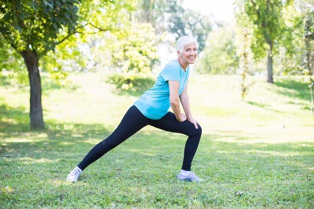 Mantener la salud de una anciana en concepto de jubilación.