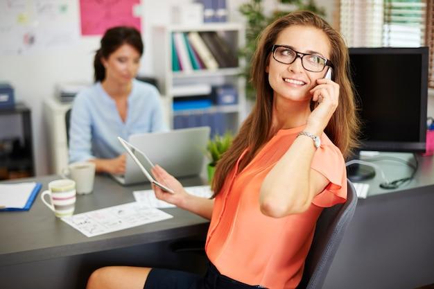 Mantenerse en contacto con los clientes todo el tiempo.