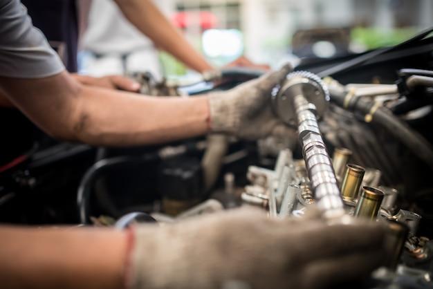 Mantenimiento de la válvula del motor del automóvil. un depósito en un pistón, un gran recorrido y una larga vida útil.