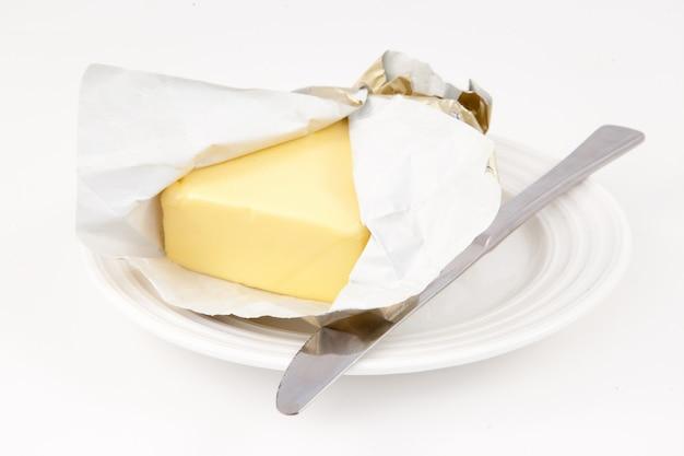 Mantequilla en un platillo