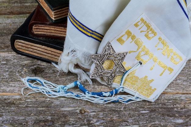 Mantón de oración - tallit, símbolo religioso judío. enfoque selectivo