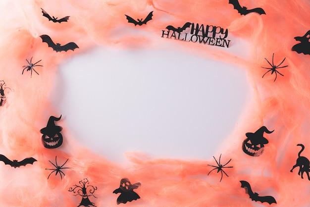 Manualidades de halloween en blanco con espacio de copia.