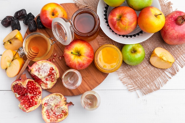 Manzana y miel, comida tradicional de año nuevo judío - rosh hashaná.