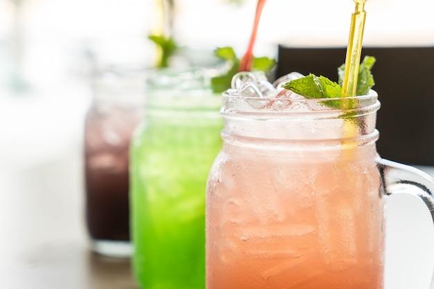 Manzana verde, arándano, soda de lichi