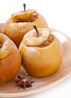 Manzanas al horno con miel y nueces