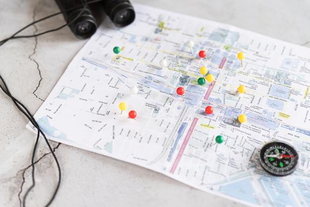 Mapa desenfocado con pinpoints
