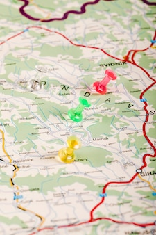 Mapa de eslovaquia con marcadores de varios colores