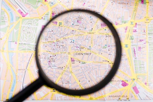 Mapa de españa visto a través de lupa