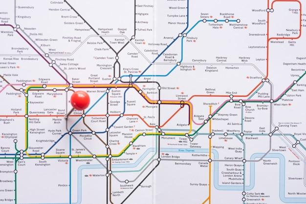Mapa del metro geométrico con pinpoint