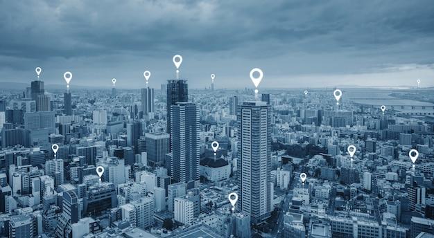 Mapa de pin gps, tecnología de navegación y tecnología inalámbrica en la ciudad.