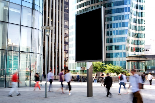 Maqueta de un anuncio de cartelera al aire libre