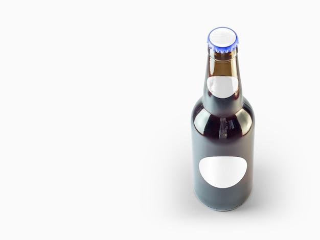 Maqueta de botella de cerveza aislada - etiqueta en blanco, concepto de oktoberfest.