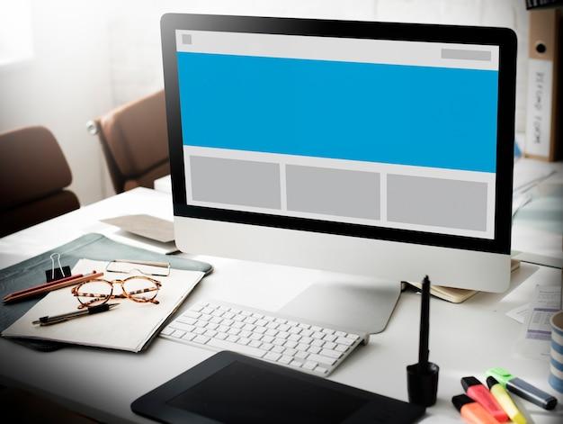Maqueta de diseño de placa de plantilla concepto en blanco visual
