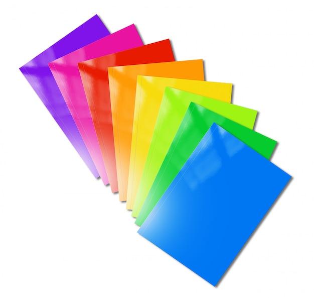 Maqueta de gama de folletos multicolores sobre fondo blanco.