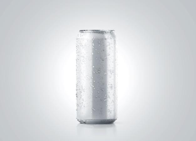 Maqueta de lata de cerveza de aluminio frío grande en blanco con gotas